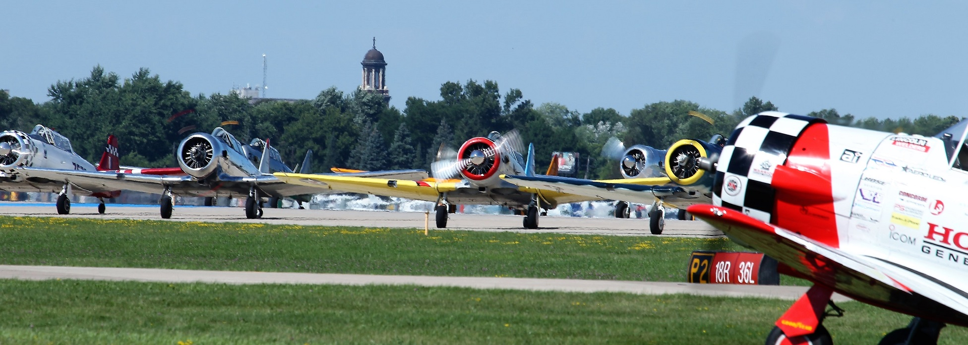 About 100 T6 Harvards in a mass display