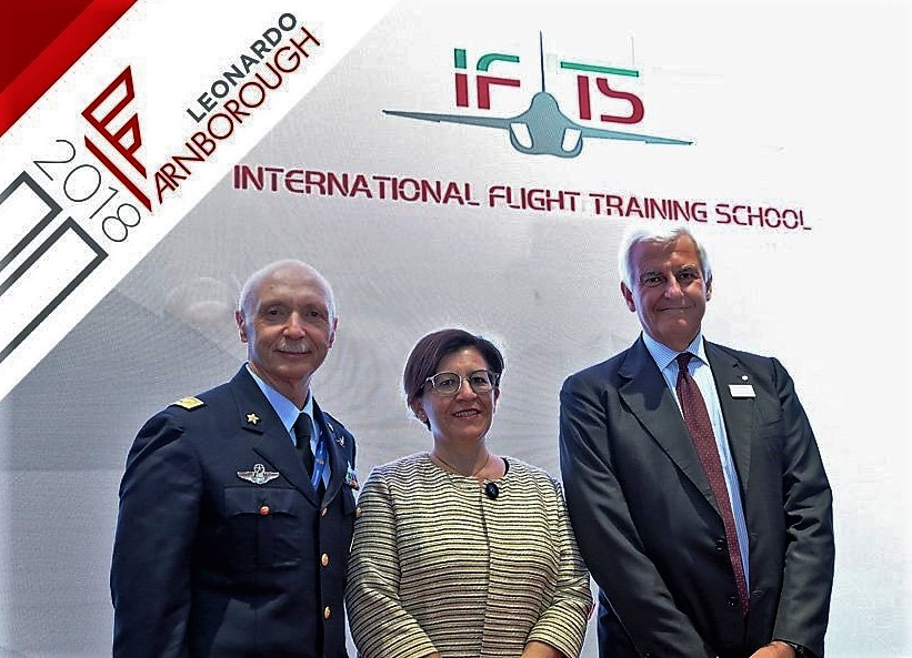 Italian Air Force Chief of Staff, Lt. Gen. Enzo Vecciarelli and Leonardo CEO, Alessandro Profumo with Minister of Defence