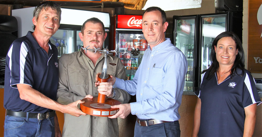 President's trophy awarded to Shaun Ledlie (AATOSA) / Justin Reeves (ANSO)