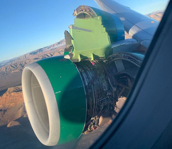 Frontier Airlines A320 cowl comes loose