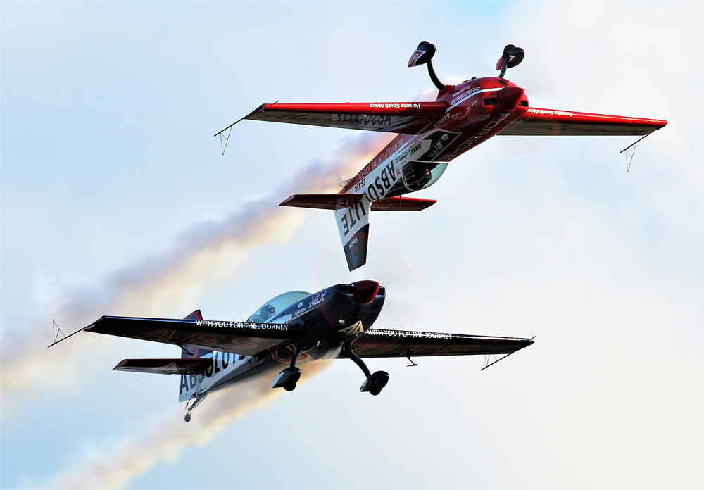 Nigel Hopkins and Jason Beamish flying their Extra 330s