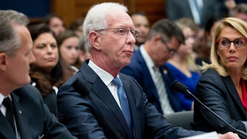 Pilot Sully Sullenberger at Congressional hearing