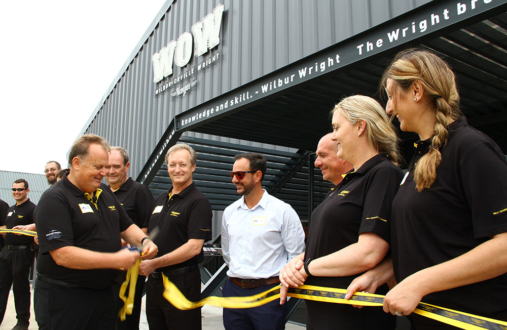 Attie Nieman cutting the ribon at the new WOW centre at 43 Air School